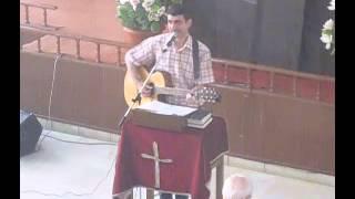 الكنيسة الانجيلية بطرطوس - ترنيم مع الاح مودي بشور (الاحد 2015/6/28)